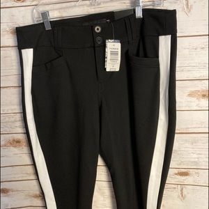 NEW Torrid black cropped pants Size 16